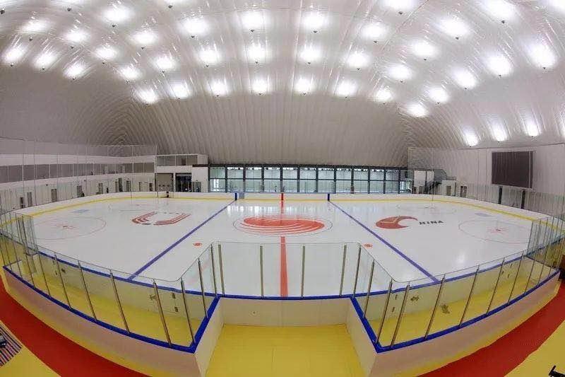 高校新型滑冰场