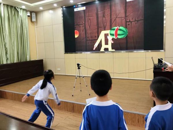 创玩 AI 体验,英荔创造乐园走进深圳平湖实验学校科技节