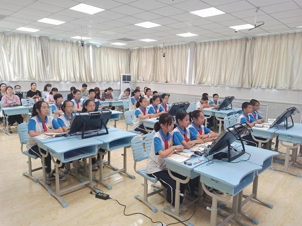 VR公开课 | 寰宇地理VR教学系统点亮青岛西海岸地理课堂
