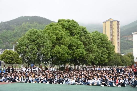 航空文化进校园活动受到万源三中青年学子们热烈追捧