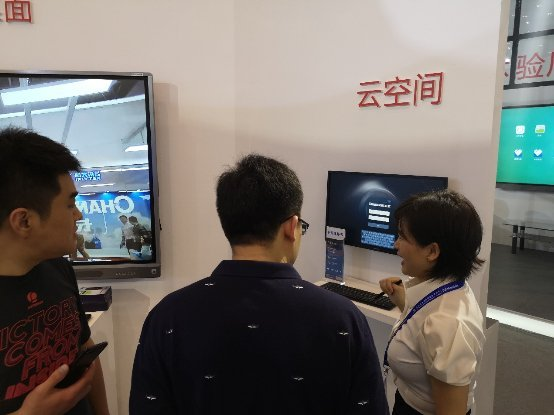 飞利浦显示器联合长虹教育亮相第76届中国教育装备展示会