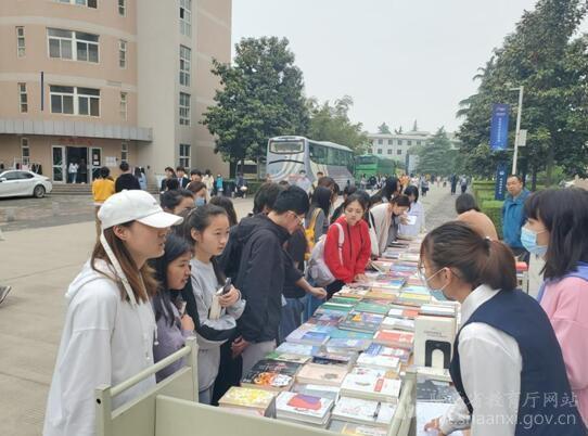 陕西工商职业学院提升图书育人成效服务师生办实事