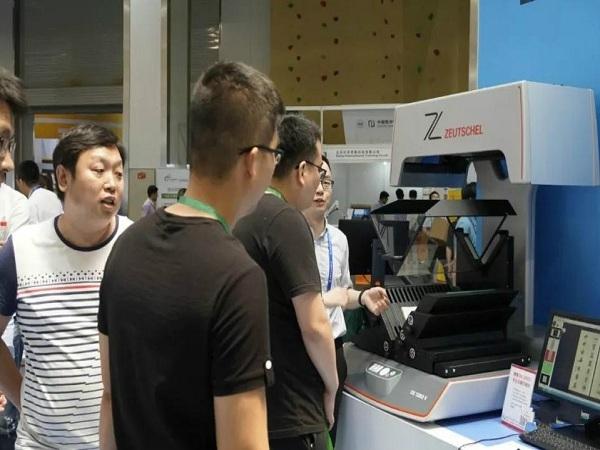 汉龙实业闪耀2018年图书馆年会