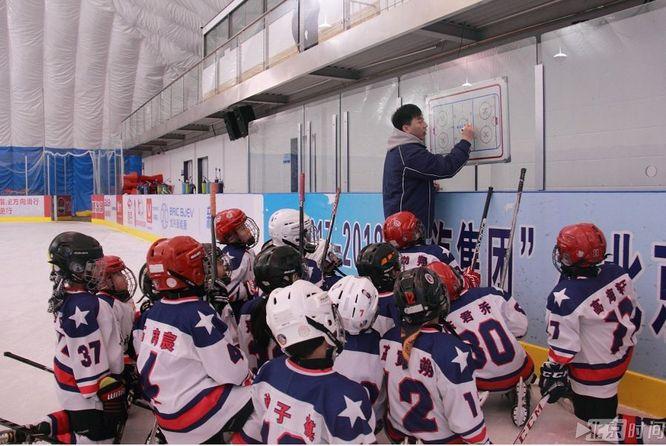 冰雪进校园:中关村三小开展冰球冬训营