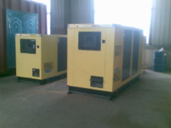 可以根据负载的大小而决定开几台机的康明斯并机发电机组