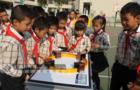 操纵无人机组装机器人 孩子玩中学科学(图)