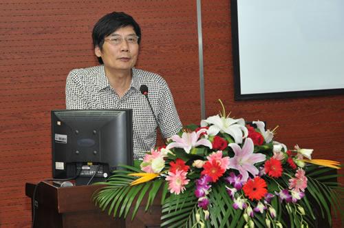 南京田家炳高级中学学术委员会主任 中学教授级高级教师马春生致辞
