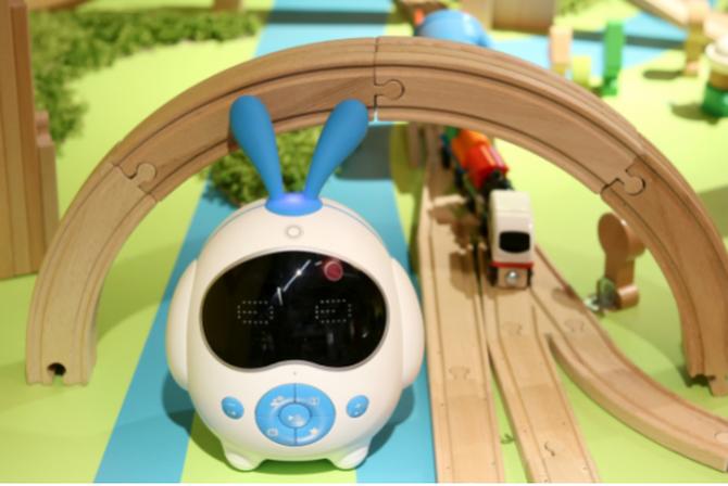 酷米教育机器人:不要让孩子输在新时代的起跑线上